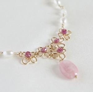 ルビーの花束のネックレス