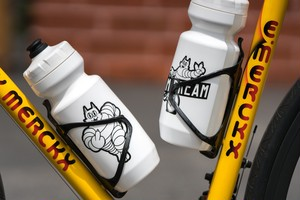 TEAM DREAM BICYCLING TEAM / 22oz Meowchelin Two Sided Bottle