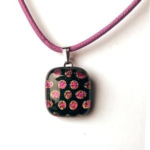 ピンクの水玉ネックレス(四角)