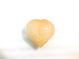 「 オレンジ セレナイト(透石膏)」 ハート型 高品質結晶 大サイズ 約88g