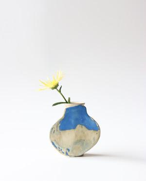 フラットな壺が付いたフラワーベース  花瓶