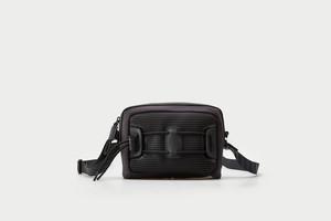 メンズミニショルダーバッグ。コンパクトサイズブラックカラー
