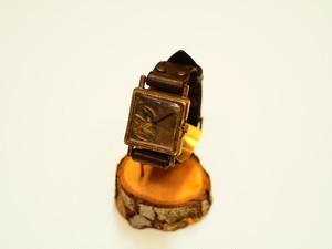 【限定】透かし彫り文字盤の四角時計