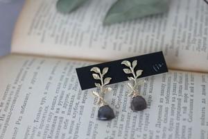 -botanical-チョコレートムーンストーンのピアス