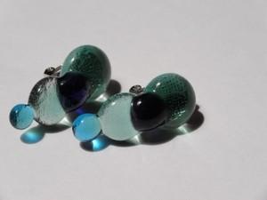 ガラス玉重なるイヤリング(GREEN)