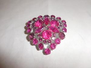 ショツキングピンク色のブローチ(ビンテージ) vintage brooch (brilliant pink )