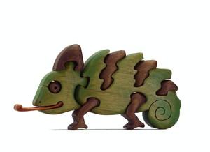 カメレオンの木製パズル