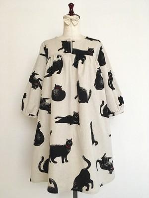 こなまいきな黒猫 ギャザーワンピース 七分袖 コットンリネン