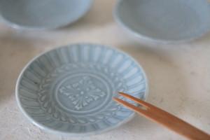 陽刻の小皿