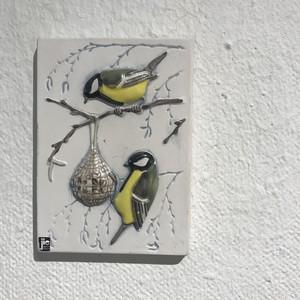 スウェーデンの黄色の鳥の陶板