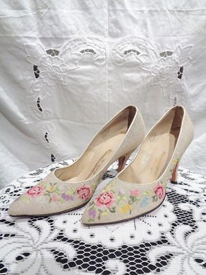 Flower embroidery pumps/花柄刺繍パンプス