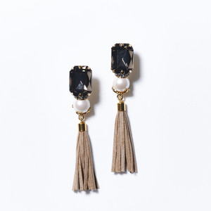 CLEA BLACK BIJOU TASSEL EARRINGS