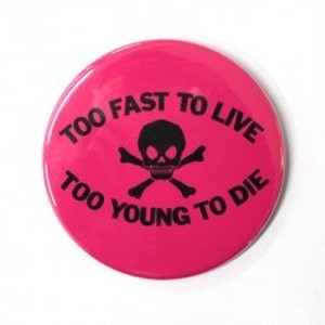 TOO FAST TO LIVE TOO YOUNG TO DIE/缶バッジ(54mm)