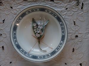アンティークスタイルの手染め布花コサージュ ほんのりベージュ&グリーンのビロードスズラン n-11