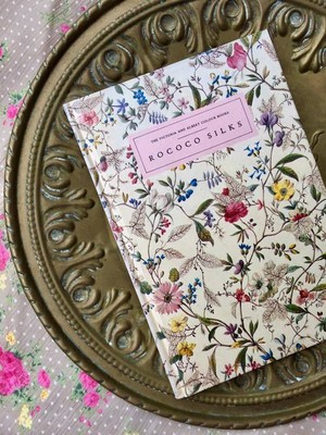 イギリス ROCOCO SILKS ・ THE VICTORIA AND ALBERT COLOUR BOOKS