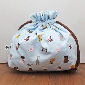 【ホワイトアンドピーチ】肉球と猫柄のマチあり巾着(水色)【whfa99BL】