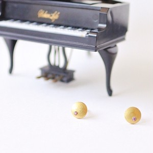 ヴィンテージスタインウェイのパーツを使った月を思わせるアンティークピアス  S-007   Vintage steinway and sons piano capstan pierces with gem (Moon: AME)