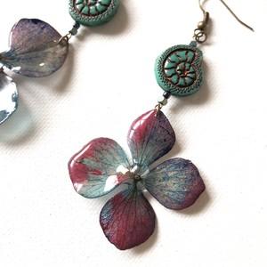 紫陽花とアンモナイトのピアス