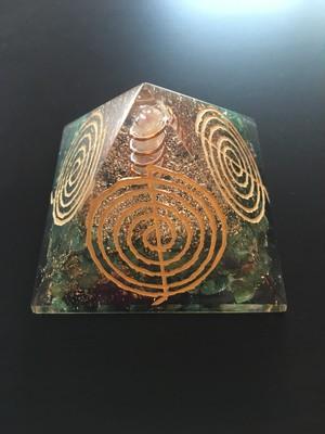 ピラミッド オルゴナイト レイキ マントラシン アベンチュリン