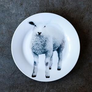 動物たちの飾るお皿  「仔羊」