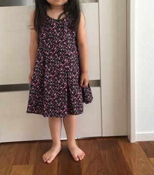 【在庫アリ】110cm 黒×ピンク ローズ キッズワンピース