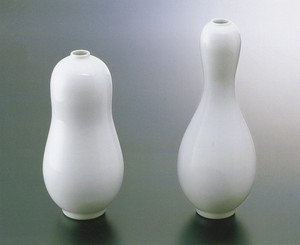 No.8【井上萬二窯作】白磁瓢形一輪差(細首)