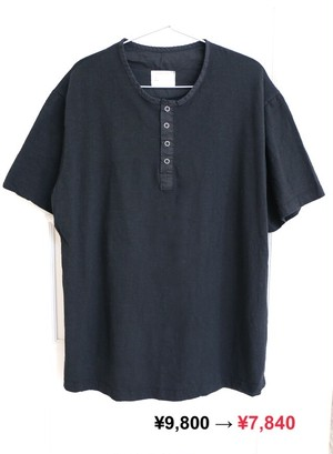 Black Botton Tee