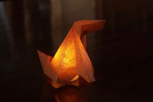 手漉き和紙のおすわりイヌ 茶(柿渋)