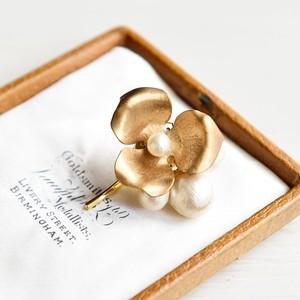 【ポニーフック】ヴィンテージな真鍮 お花とコットンパール