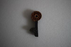 前田葉子|箸置き花鍵 茶花 こげ茶茎