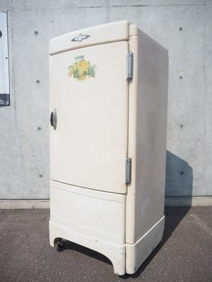 品番0695 冷蔵庫 / Refrigerator