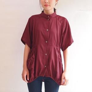 ■綿サテンのスタンドカラーブラウス/臙脂色