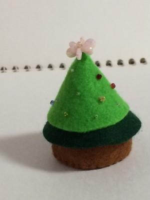 366日のクリスマスツリー(緑と黄緑のもみの木 ピンクの花とビーズ飾り)