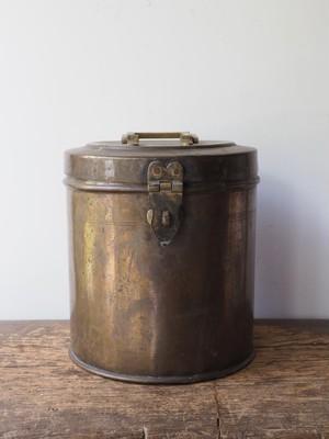 真鍮の缶 L