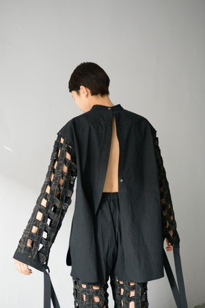 ERiKOKATORi / Tape embroidery shirt (black)