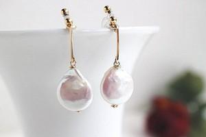 コインドロップ淡水真珠とゴールド・バー・ノンホールピアス(ピアスのようなイヤリング)