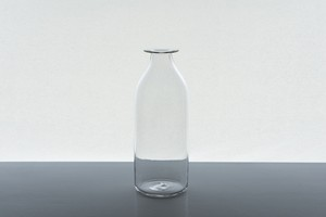 vase straight / qualia-glassworks