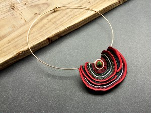 ARRO / Embroidery choker / Turkey Tail / red