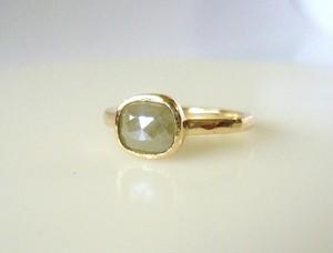 ナチュラルダイヤとK14の指輪(グレーベージュ)