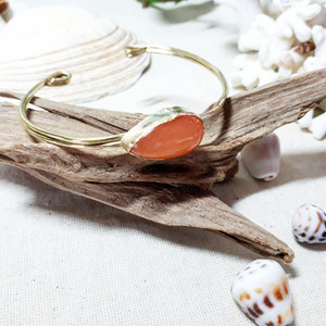 brass bangle -orange jade-