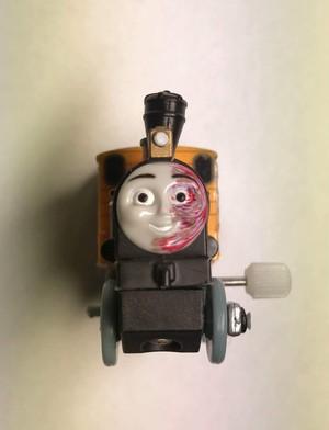 ハロウィンに張り切るパリピ機関車
