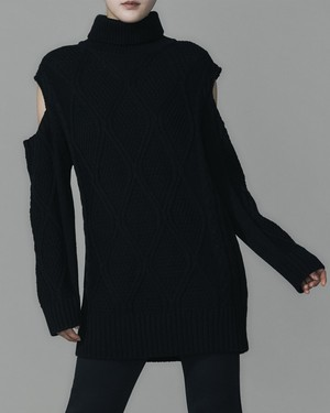 SHOULDER CUT TURLTE KNIT