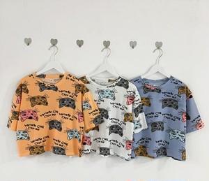 ユニーク猫柄とロゴ半袖Tシャツ。2着セット