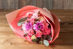 【プレゼントにぴったり】花束/キュートなピンクダリアのブーケ