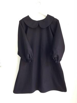 真黒&シンプルAライン 長袖の丸襟リトルブラックドレス。一点物