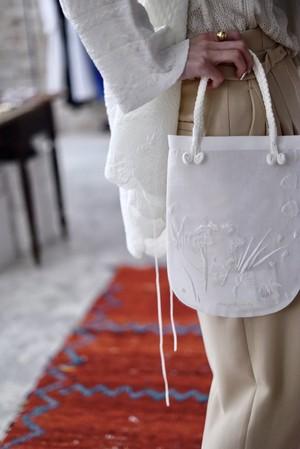 Mame Kurogouchi / Floral Embroidered Mini Handbag (BLACK / WHITE)