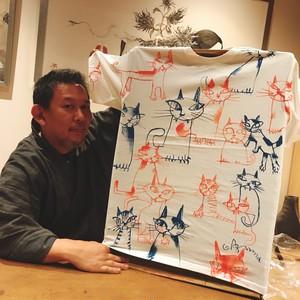 東學オリジナル手描きTシャツ「赤青猫まみれ (nekomamire)」