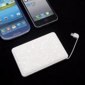 立体造形モバイルバッテリー(ホワイトレース)〔全機種対応・ケーブル内蔵・5000mAh〕【ラッピング対応】