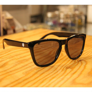 P01 EYS polarized(PLAY DESIGN) / LIGHT BLUE LENS X BLACK P01EY0101