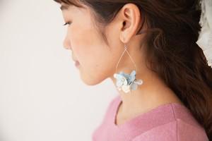 青の花のピアスB